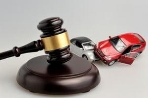 Когда водителю может потребоваться юрист на дороге