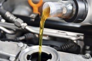 Процедура замены масла в двигателе автомобиля