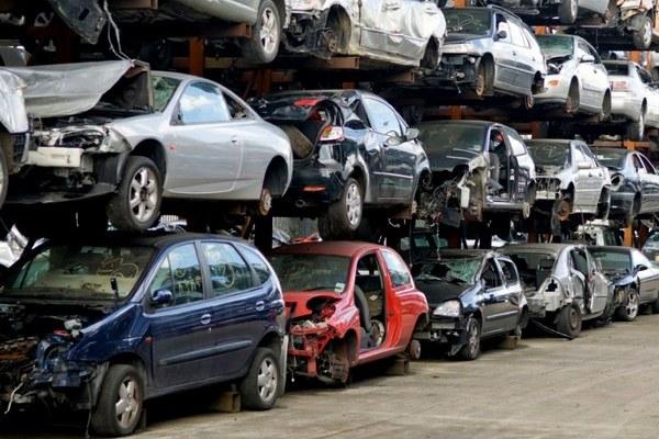 Какие автомобили продают на разборках