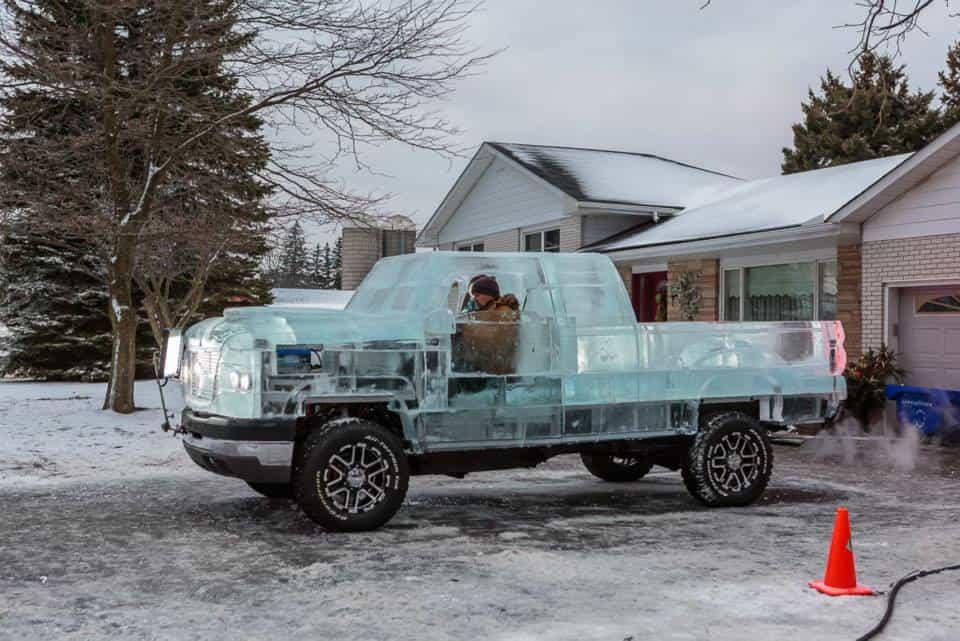 Пикап Canadian Tire с кузовом изо льда