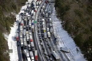 Последствия экстремальных холодов на дорогах США