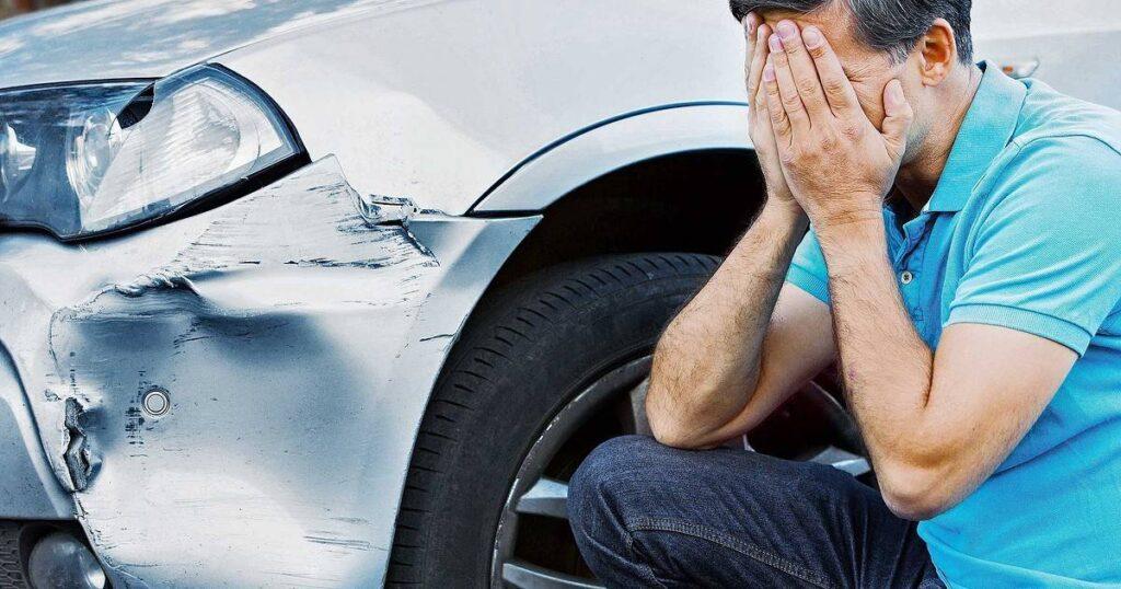 Повреждение авто на стоянке фото