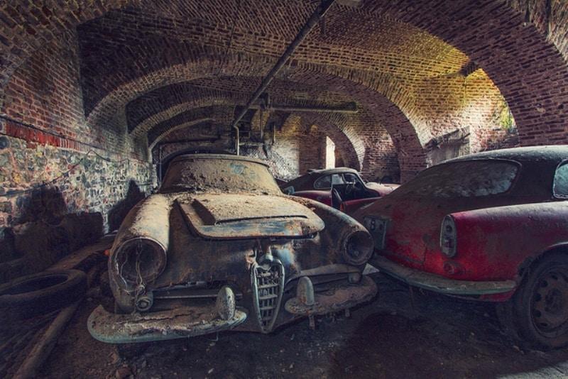 Автопарк раритетных Альфа-Ромео в подвале фото