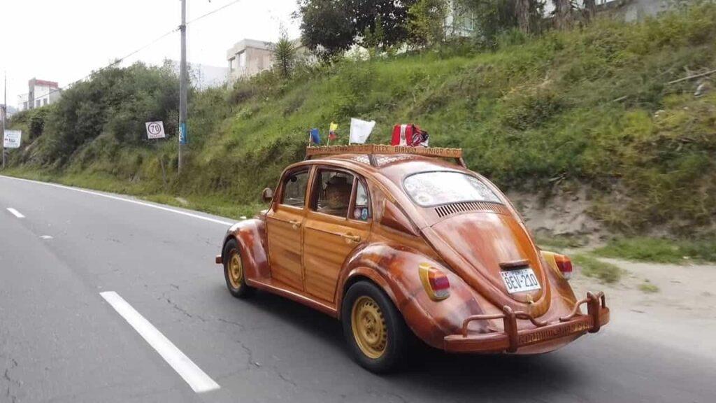 Деревянный тюнинг Volkswagen Beetle фото
