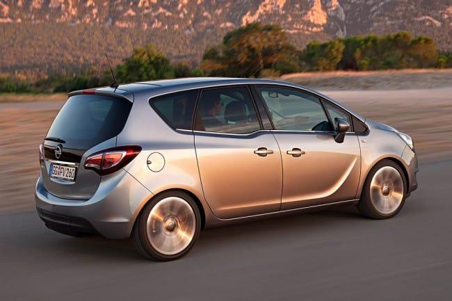 Opel Meriva 2014 на дороге фото