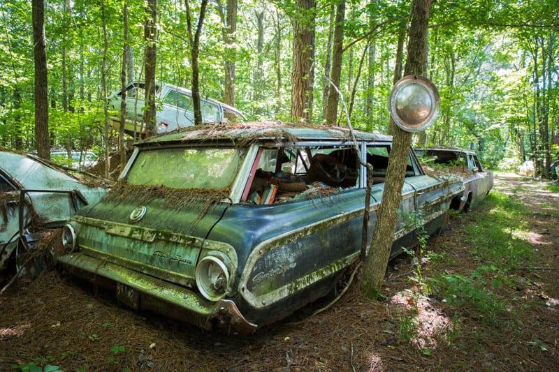Свалка старых американских автомобилей Old Car City фото
