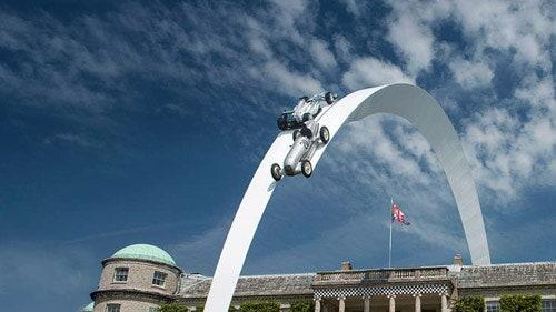 огромные автомобильные скульптуры Джерри Джуда
