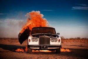 Взрыв раритетного Rolls-Royce Silver Shadow