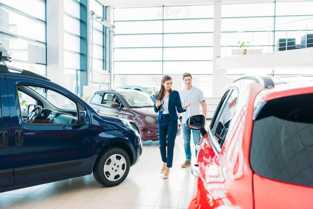 покупка авто в салоне фото