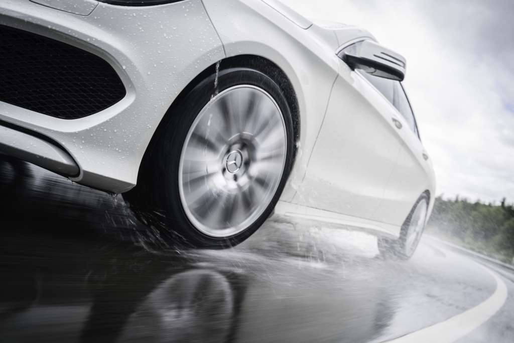 Эффект аквапланирования автомобиля фото