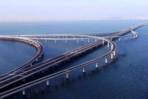 Циндаоский мост через залив в Китае