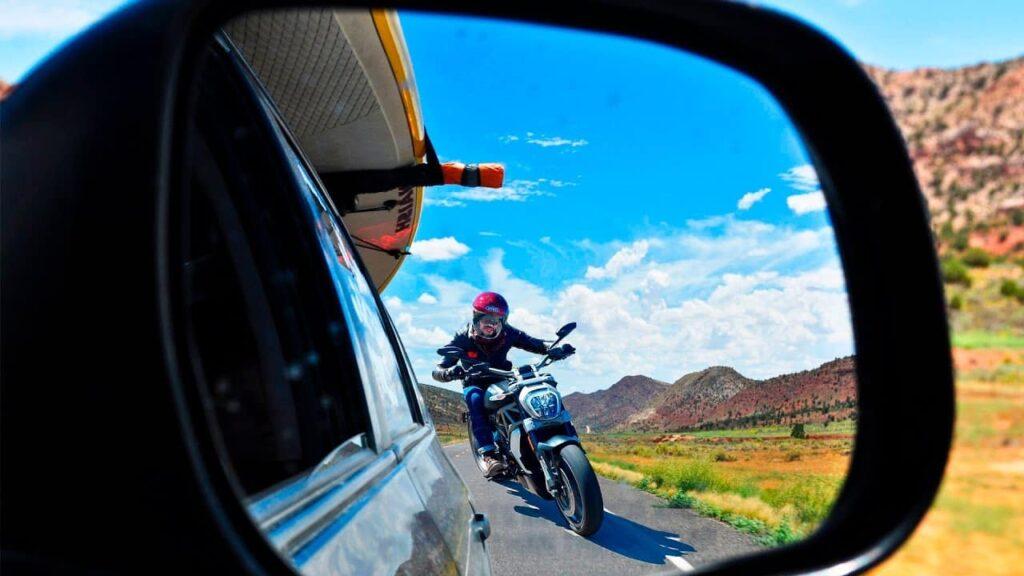 мотоцикл на дороге