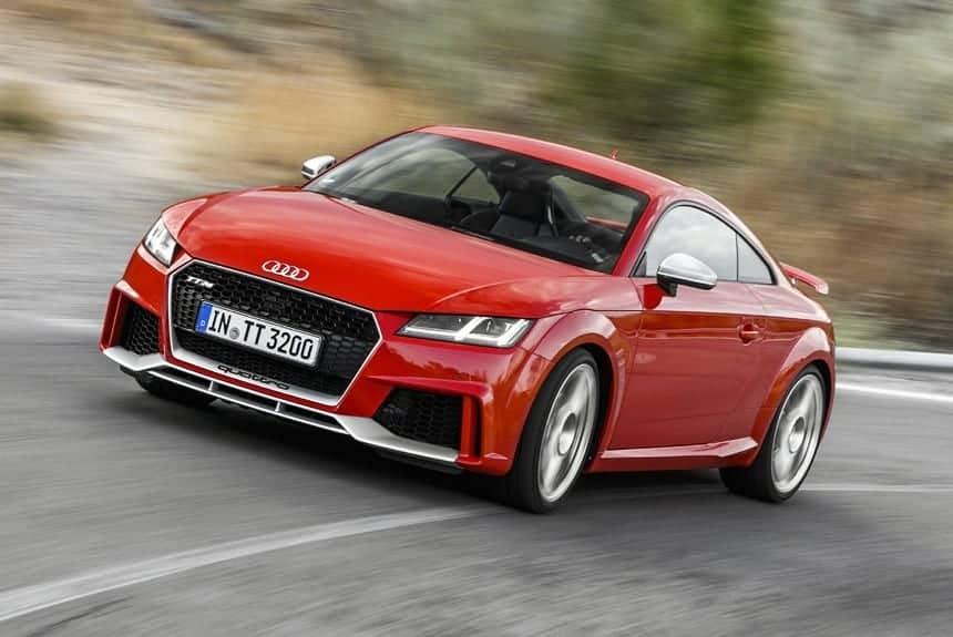 Audi TT RS красный