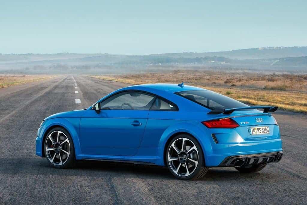 Audi TT RS на дороге