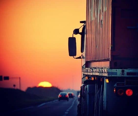 фура на дороге