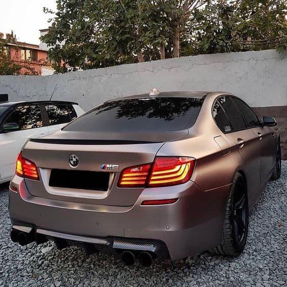 BMW M5 коричневый