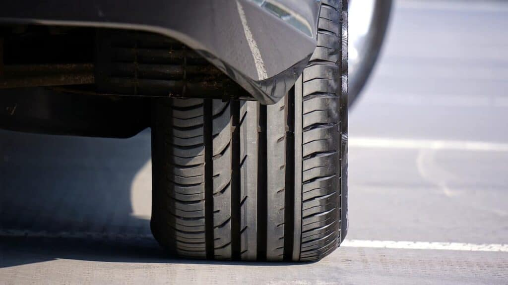 колесо машины фото